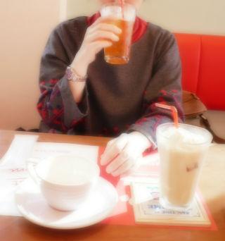 オーダーしたお茶を飲みながら.jpg