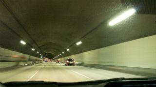 トンネルを潜ると.jpg
